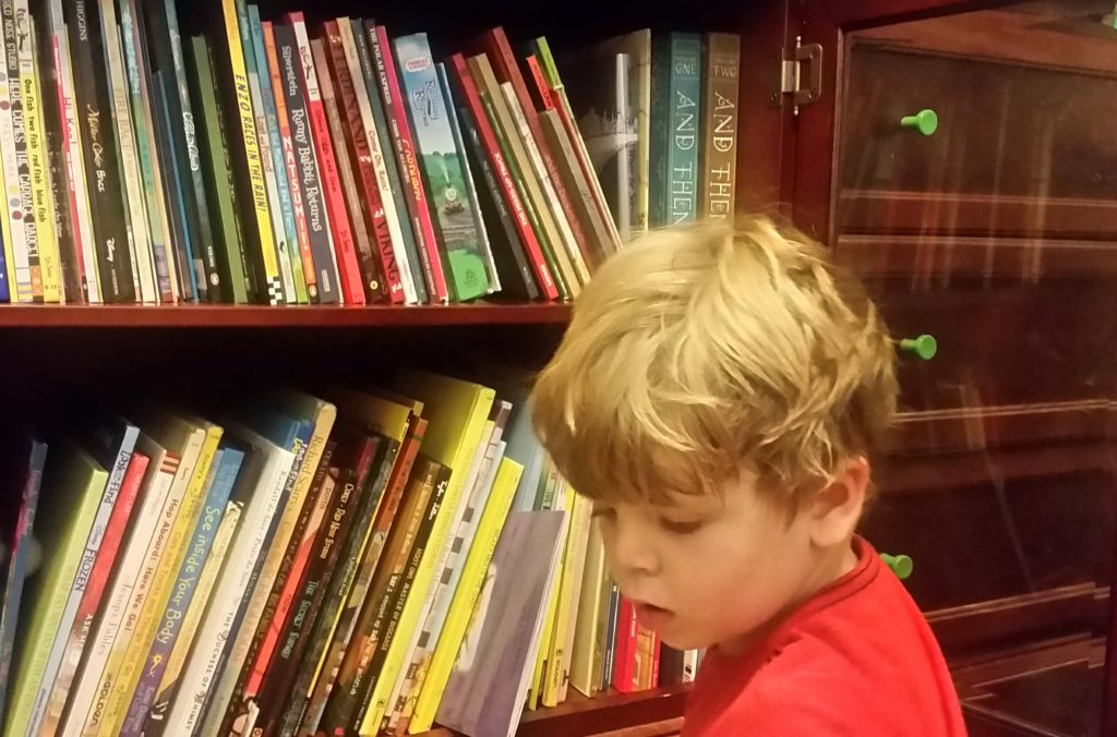 child and bookshelves